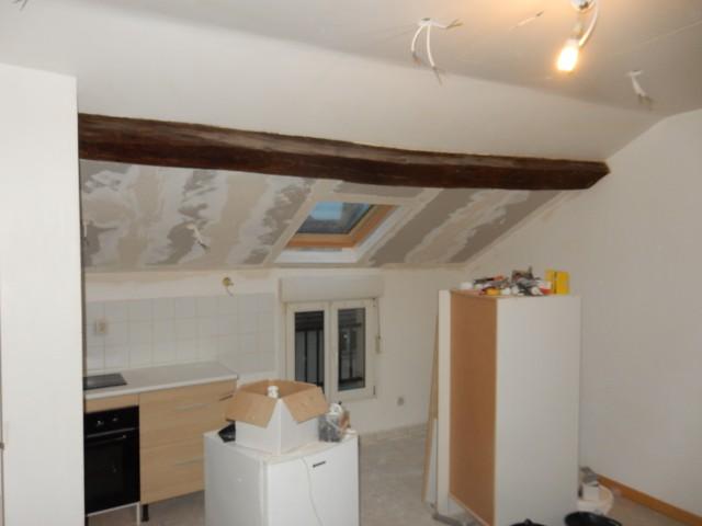 Il rénove entièrement des appartements locatif en peinture et papier peint